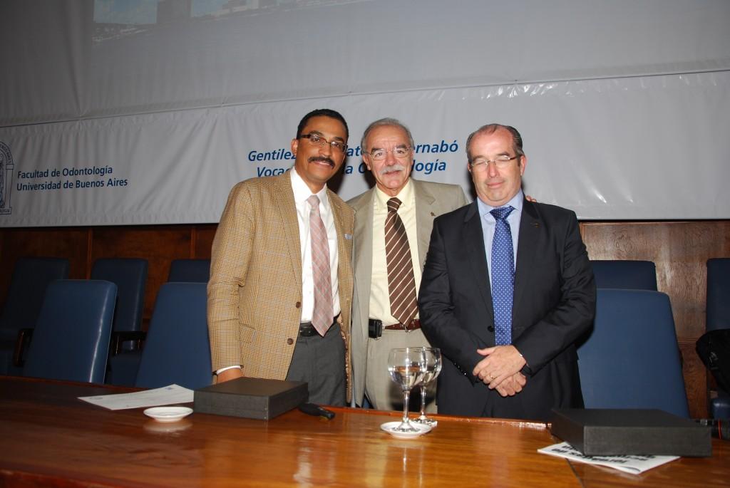 El 27 de abril del 2012, se inauguró la nueva clínica de la Cátedra de Cirugía de la Facultad de Odontología del Dr. Eduardo Rey. Por tal motivo fueron invitados a dar un curso al Dr. Rui Fernandez, de EE UU y al Dr. Javier Gonzalez Laguna de Barcelona.
